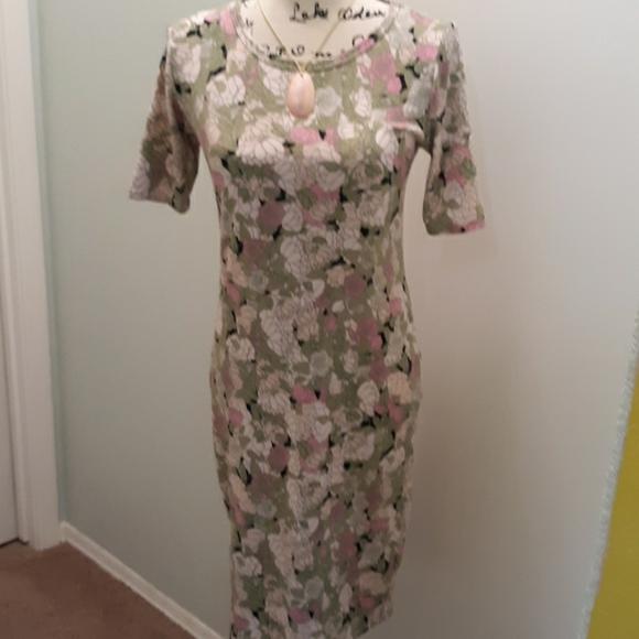 LuLaRoe Dresses & Skirts - LulaRoe floral print 1/2 sleeve dress small